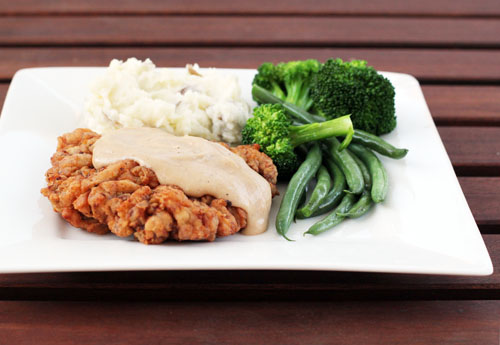 picture of chicken friend steak with gravy, mashed potatoes, and vegetables