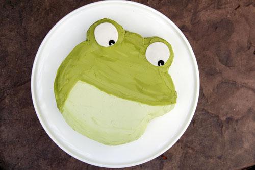 big green toad cake   thisweekfordinner.com