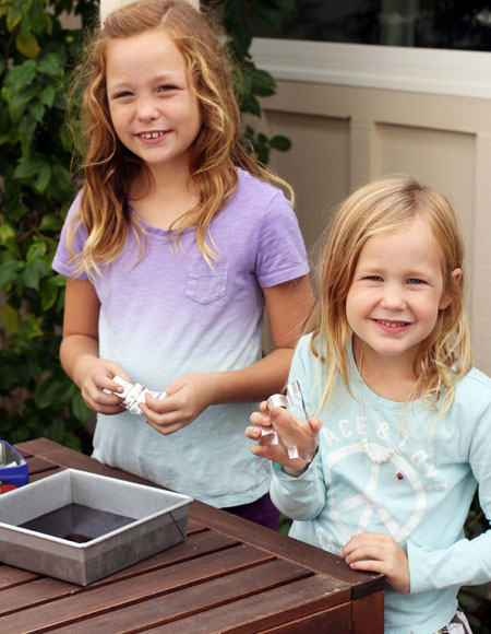 Fun and Easy! How to make spooky JELL-O JIGGLERS | from @janemaynard at thisweekfordinner.com