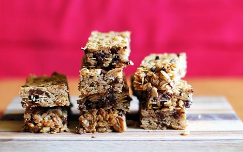 homemade chewy chocolate chip granola bars | thisweekfordinner.com