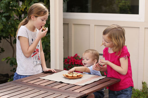3 kids, a mom and a kitchen: banana bread bites from @janemaynard