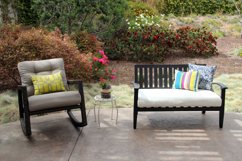 comfortable outdoor seating | patio makeover by @janemaynard