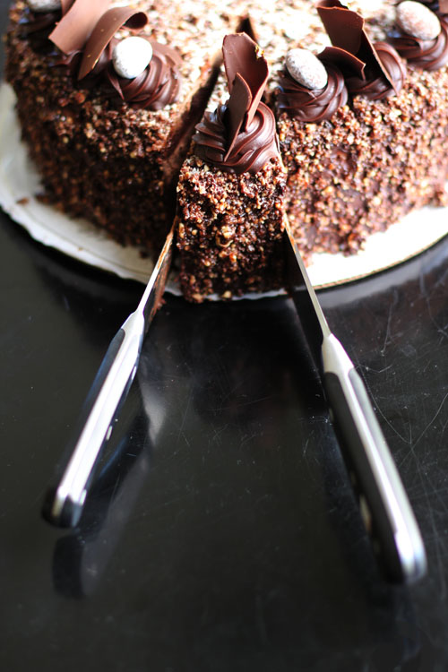 how to easily and perfectly cut the first slice of cake from @janemaynard