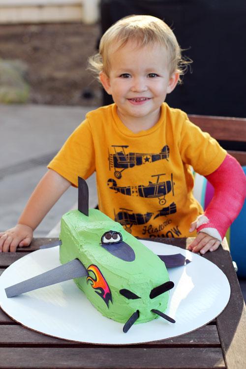 how to make a kids airplane birthday cake by @janemaynard