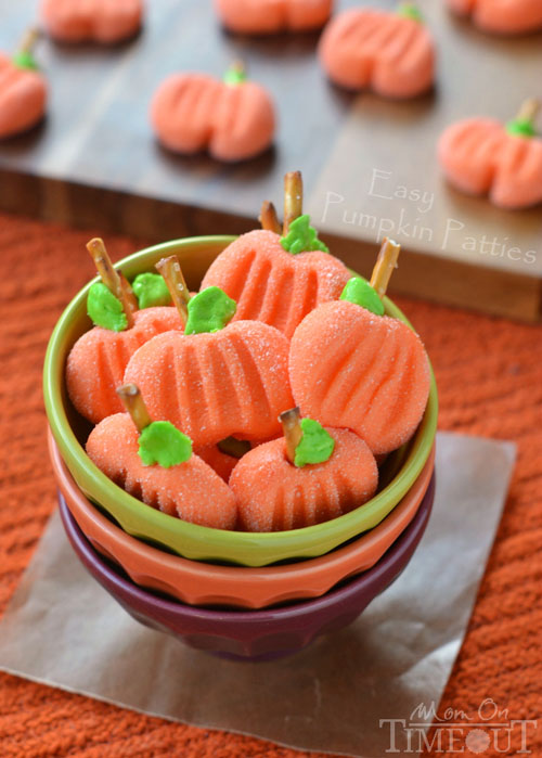 adorable and simple halloween party table decor + halloween recipe roundup from @janemaynard