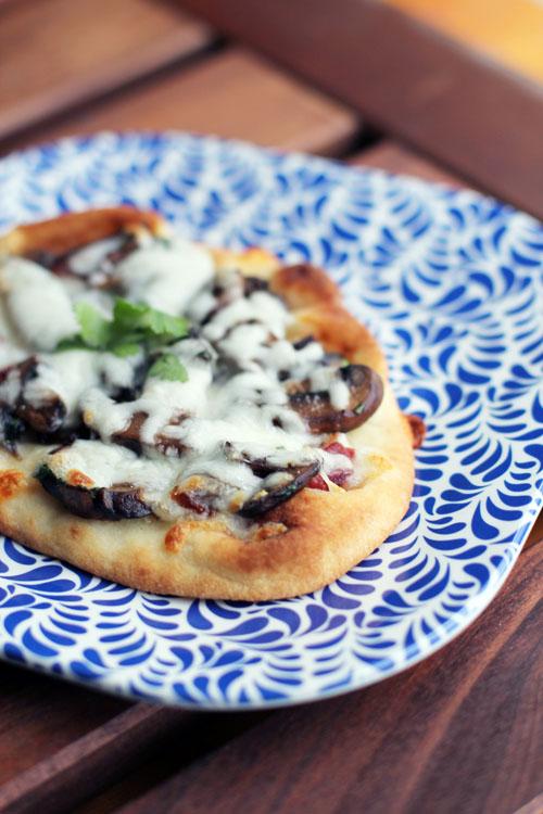 drunken mushroom bacon pizza from @janemaynard