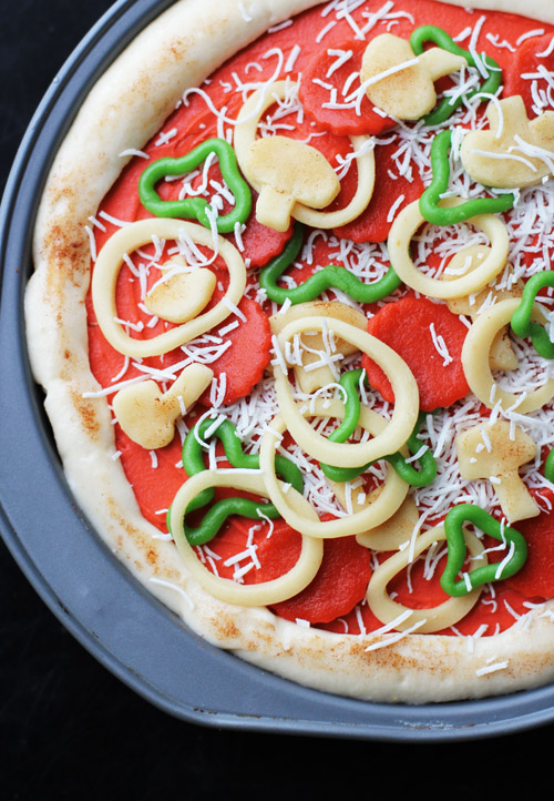 how to make a cake look like deep dish pizza from @janemaynard