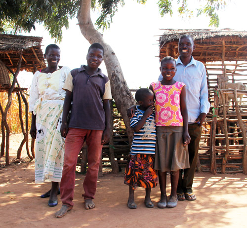 snapshots from malawi: the mtika family by @janemaynard