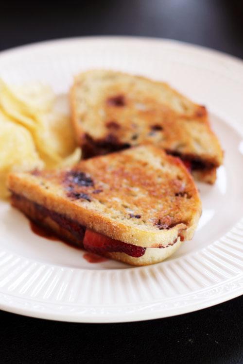nutella & strawberry sandwiches from @janemaynard