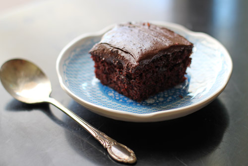 PERFECT chocolate frosting with one pan chocolate cake from @janemaynard
