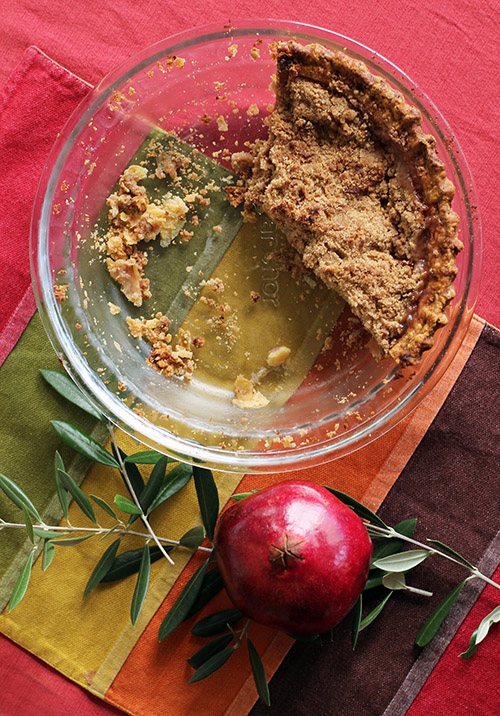 crumble apple pie with homemade pie crust and two streusel topping options by @janemaynard
