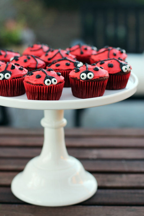 Quick tutorial for easy ladybug cupcakes from @janemaynard