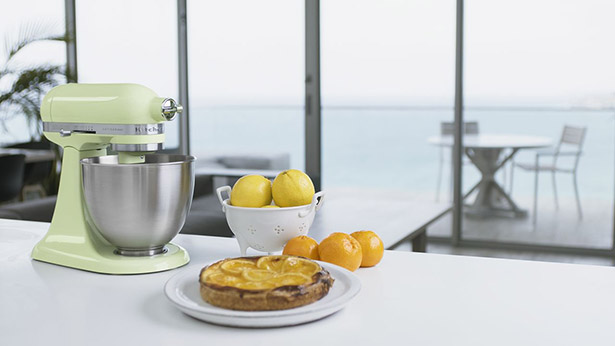 KitchenAid Artisan Mini 2.5-Quart Tilt-Head Stand Mixer in Honeydew