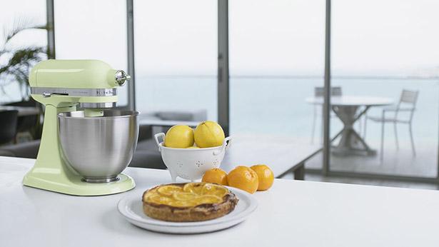 KitchenAid Artisan Mini 2.5-Quart Tilt-Head Stand Mixer in Honeydew