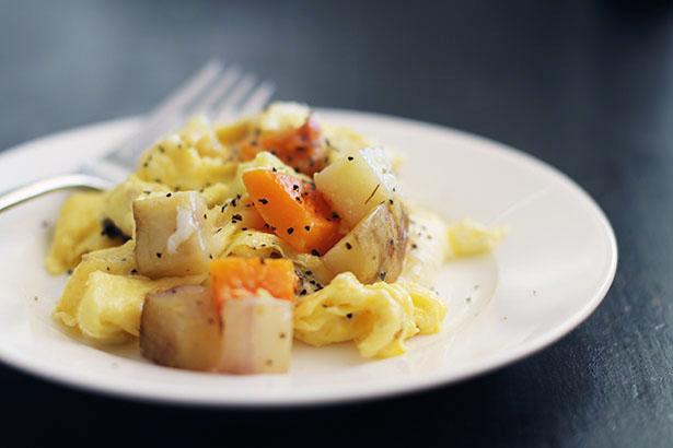Roasted Vegetable Egg Scramble from @janemaynard - a great breakfast as well as go-to dinner idea!