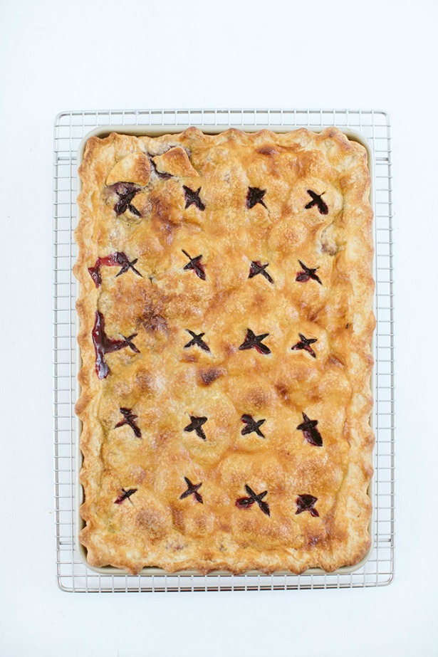 Week 560 Weekly Menu on @janemaynard from Rachel Faucett: Blackberry Slab Pie