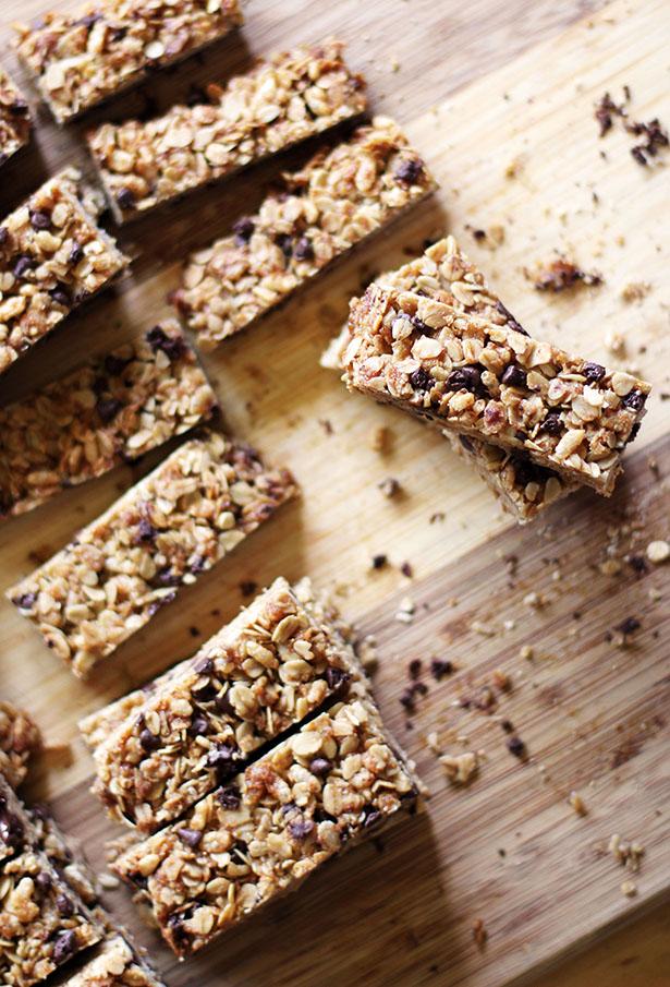 Gluten-Free Homemade Granola Bars with Chocolate Chips from @janemaynard